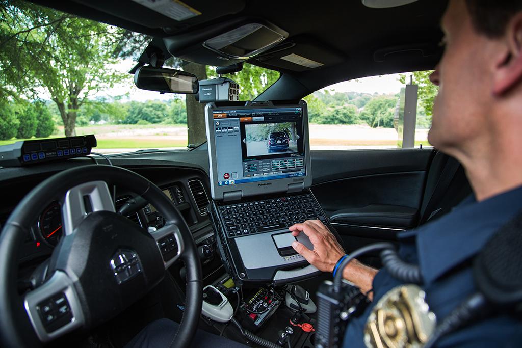 Panasonic Aide La Police Dans Le Syst 232 Me De Surveillance