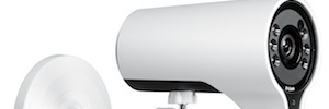 D-Link DCS-7000L with HD video surveillance remotely from mobile and WiFi connectivity AC