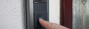 Optex iVision +: wireless access control for commercial and business environment