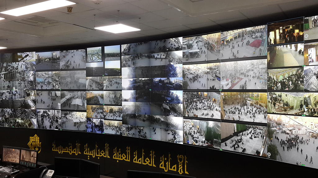 A large video wall of eyevis manages security at the mosque