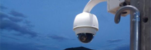 A shopping center of Peru implements a CCTV system to cover long distances