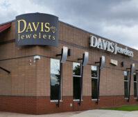 Avigilon chez Davis Jewelers