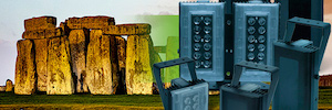 El monumento megalítico de Stonehenge se protege con los iluminadores de IR Clarius