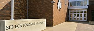 Una escuela de secundaria de Illinois renueva su sistema de seguridad con Avigilon