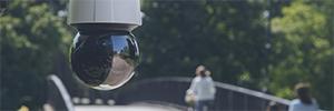 Axis Q6135-LE: cámara PTZ de alta velocidad para espacios abiertos oscuros
