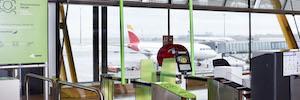 Iberia aumenta la seguridad aeroportuaria con la detección biométrica con tablet